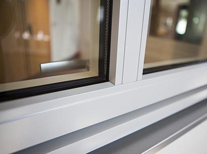 Inbrottsäkra fönster med glaslist på insidan - Aluminium fönster utan glaslist på utsidan