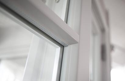 Inbrottsäkra fönster med glaslist på insidan - Utsida utan glaslist vit
