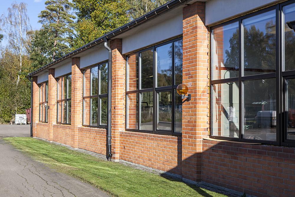 Kompositfönster på industri fastighet_1K