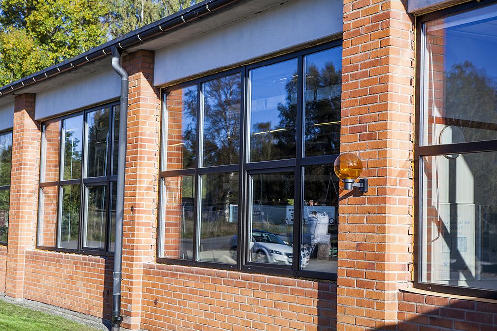 Underhållsfria PVC fönster på industrifastighet_1K