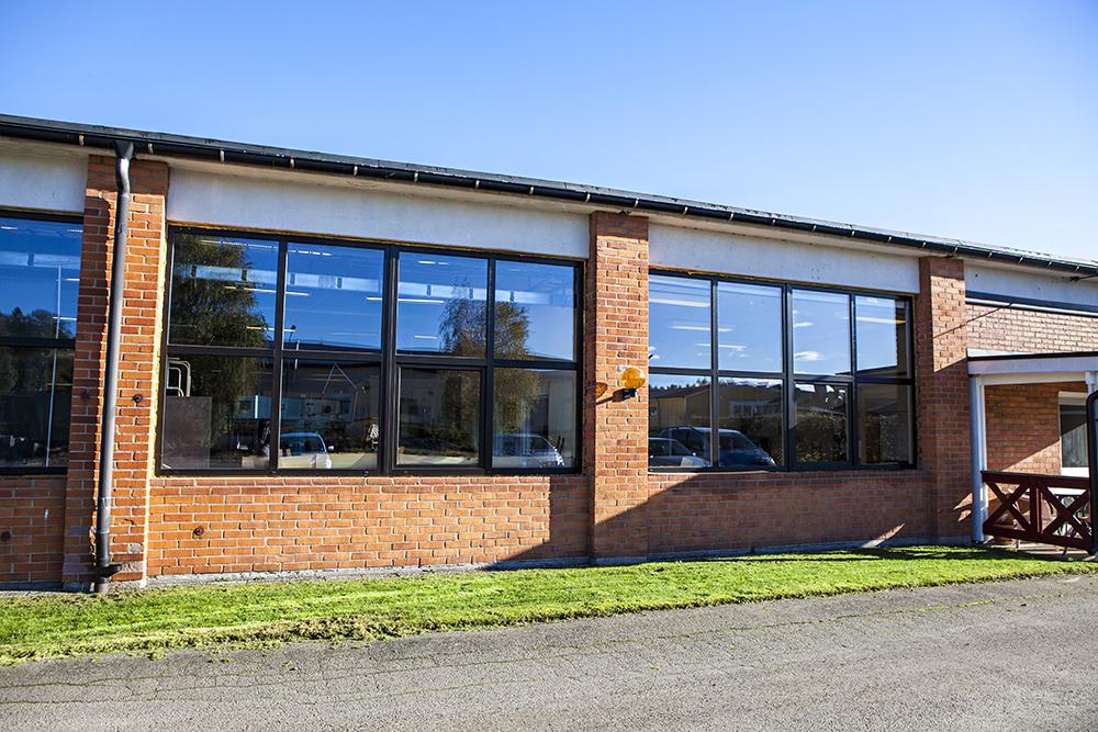 Underhållsfria fönster i komposit på industrifastighet_1K